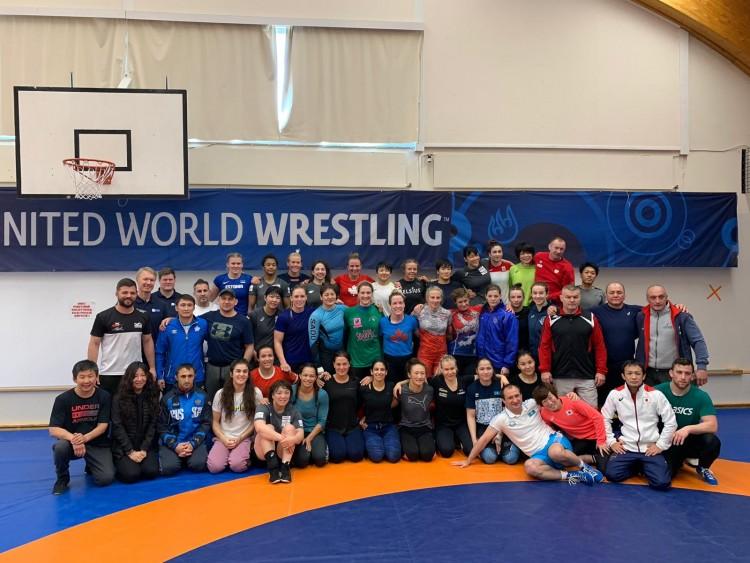 Grupo de deportistas y técnicos